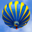 Hot Air Balloon in cloudy sky — Foto Stock