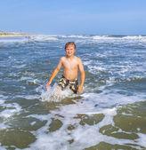 Boys enjoying the beautiful ocean and beach — Stock Photo