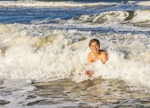Teenage boy has fun in the waves — Stock Photo
