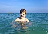 Boy enjoys the warm water at the beautiful beach — Stock Photo