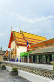 People visit Tempel area Phra Maha Chedi of Pat Pho — Stock Photo