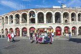 People pose at the arena of Verona — Stock Photo