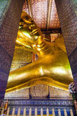 Reclining Buddha statue in temple Wat Pho — Stock Photo