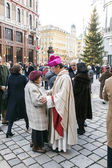 Bishop Franz Scharl greets an elderly lady — Stock Photo