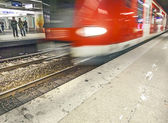 Departing, arriving subway as speed symbol in the station — Stock Photo