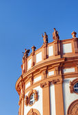 Allegories standing at the roof of the palace of Wiesbaden Biebr — Stock Photo