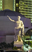 Statue at Caesars Palace hotel & casino by night — Stock Photo