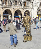 Street performer at Marienplatz in Munich — Stock Photo
