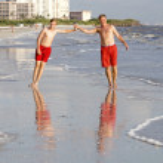 Teenager enjoys jogging along the beach — Stock Photo