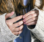 Ruka mladé ženy v detailu — Stock fotografie