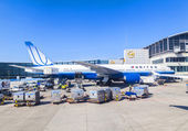 United Aircraft standing at terminal 1 in Frankfurt — Stock Photo