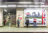 People wait in the subway station for the train  — Stock Photo