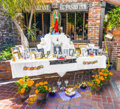 Photos of a dead person at an altar in olivera street  — Stock Photo
