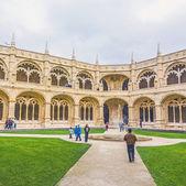 People visit Jeronimos Monastery Cloister — Stock Photo