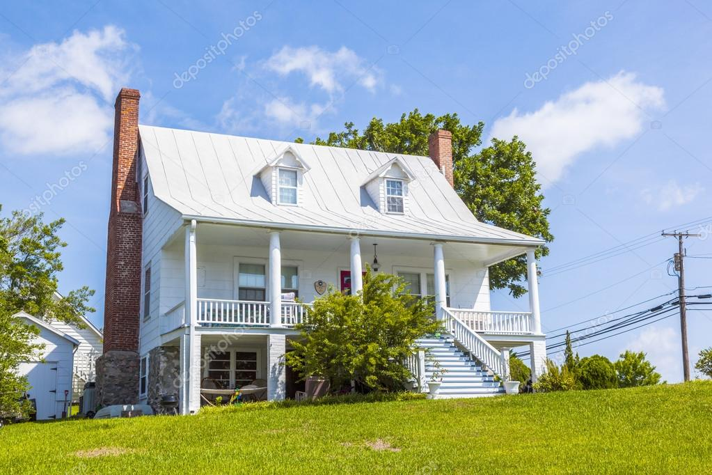 Antigua casa de campo tradicional con balc n t pico foto - Casas antiguas de campo ...