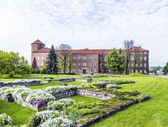 Wawel castle on sunny day with blue sky and white clouds — Stock fotografie