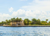 Skyline of Fort Lauderdale from the canal — Stock Photo