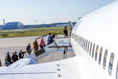 People board the Lufthansa aircraft  — Stock Photo