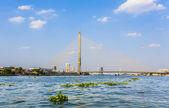 Bridge Rama 8 spans the river Chao Phraya in Bangkok — Stock Photo