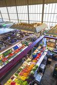 People enjoy shopping in the Kleinmarkthalle — Stock Photo