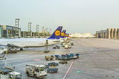 Lufthansa Aircrafts standing at the terminal 1 at Frankfurt airp — Stock Photo