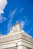 Top of Empire State Building in the afternoon with metal antenna — Stock Photo