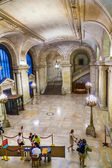 People enter the library. New York Public Library is the third largest public library in North America — Stock Photo