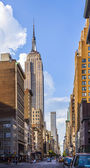 View in the afternoon to the top of Empire State Building — Stock Photo