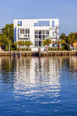 Luxury houses at the canal in Miami — Stock Photo