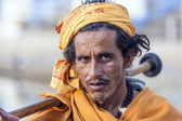 A Rajasthani tribal man wearing traditional colorful turban — Stock Photo