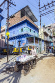Man with pushcart and cargo on the street in Jodhpur — Stock Photo