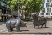 The Bull and Bear Statues at the Frankfurt Stock Exchange — Stock Photo