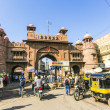 Постер, плакат: People at the old city gate in Bikaner