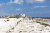 People enjoy the Fort Myers beach in America — Stock Photo