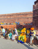 People visit the Red Fort in Delhi — Stock Photo