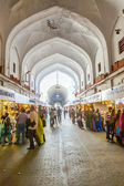 People shop inside the Bazaar in the Red Fort — Stock Photo