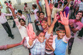 People throw colors to each other during the Holi celebration  — Stock Photo