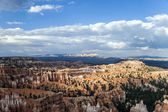Beautiful landscape in Bryce Canyon with magnificent Stone formation like Amphitheater, temples, figures — Stock Photo
