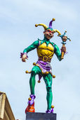 Jester in New Orleans at the river walk area under blue sky — Stock Photo