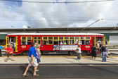 Passengers enter the famous red riverfront street car in New Orl — Stock Photo