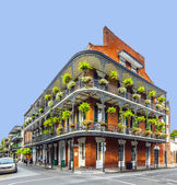 People visit historic building in the French Quarter — Stock Photo