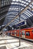 Travelers inside the Frankfurt central station heading or leavin — Foto Stock