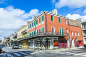 People visit historic building in the French Quarter — Stockfoto