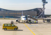 Lufthansa aircraft in front of maintanance hall in Frankfurt — Stock Photo