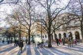 people enjoy the chinook wind in the Hofgarten — Stock Photo