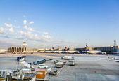 Lufthansa Aircrafts at Terminal 1 in Frankfurt — Stock Photo
