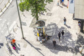 People walk along the Zeil in Midday  in Frankfurt — Stock Photo