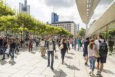 People walk along the Zeil in Frankfurt — Stock Photo