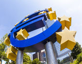 Euro sign at European Central Bank headquarters in Frankfurt, Ge — 图库照片