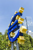 Euro sign at European Central Bank headquarters in Frankfurt, Ge — Stockfoto